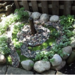 A small fountain marks the middle of a mini-labyrinth.